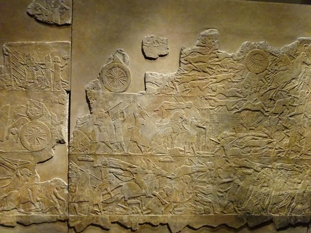 אַ פֿראַגמענט פֿון אַשורבאַניפּאַלס סצענע, וווּ עס ווערט געשילדערט זײַן נצחון איבער דער עלאַמישער אימפּעריע.