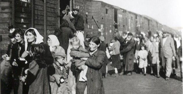 ייִדן ווערן פֿאַרשיקט קיין טרעבלינקע אינעם יאָר 1942