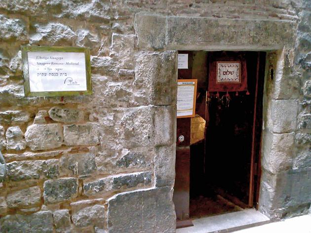די אוראַלטע שיל אין באַרסעלאָנע, שפּאַניע, וווּ מע האָט געדאַוונט ביז 1391, ווען מע האָט אויסגעהרגט די אָרטיקע ייִדישע קהילה