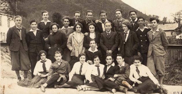 """יונגע מיטגלידער פֿון """"השומר הצעיר"""" אין קרעמניץ, פּוילן, אַרום 1938"""