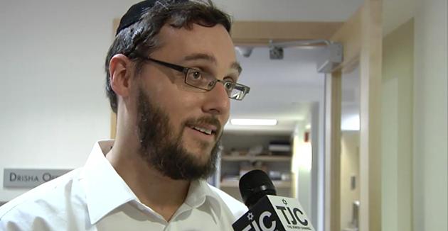 הרבֿ ישׂשׂכר כּ״ץ ווערט אינטערוויויִרט דורכן טעלעוויזיע־קאַנאַל The Jewish Channel, אין 2009