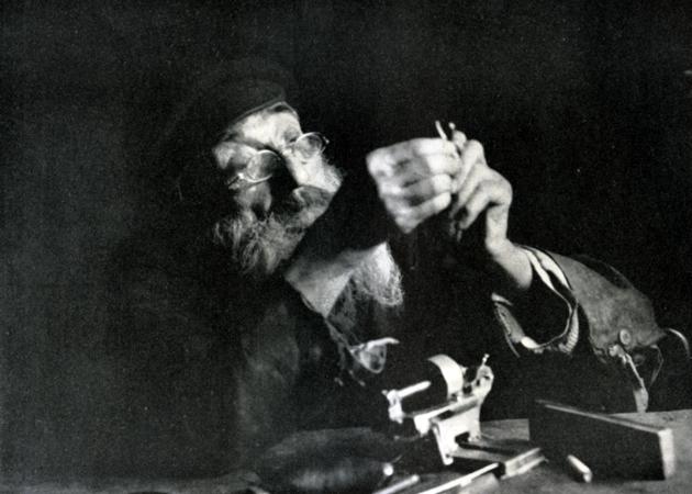 חנא שלײַפֿער, מעכאַניקער, פּאַראַסאָלן־מאַכער, לאָמזשע, פּוילן
