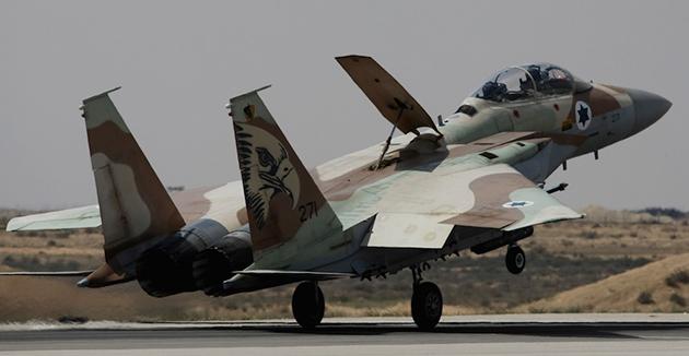 אַן F-15 קאַמף־עראָפּלאַן פֿון די ישׂראלדיקע לופֿט־כּוחות לאַנדעט אין דער לופֿט־באַזע אין חצרים, ישׂראל