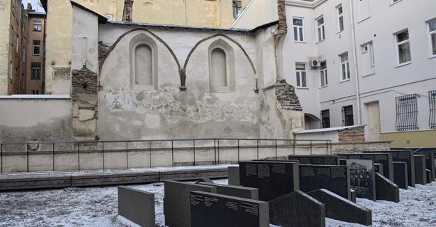 מיט וואָס איז די ייִדישע אַרכיטעקטור אין פּױלן געווען אַנדערש?