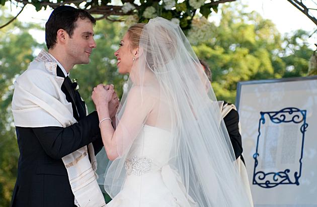 האָסט חתונה מיט אַ ייִד, ביסטו שוין צווישן אייגענע