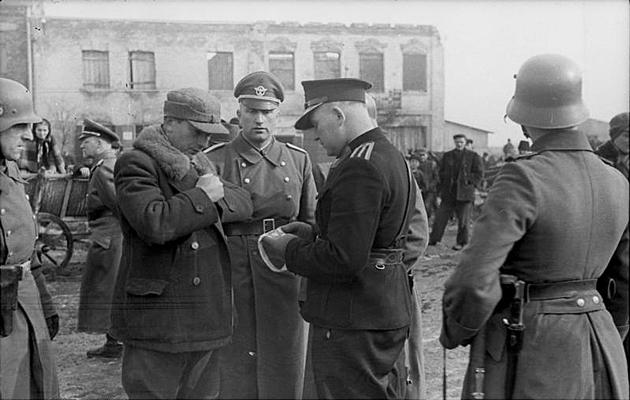 דאָקומענטן־קאָנטראָל פֿון דער פּויליש־דײַטשישער פּאָליציי, וואַרשע, 1941