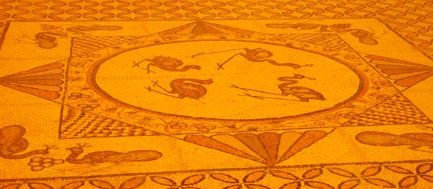 עין־גדי: אָט אַזוי פֿלעגט ייִדן אַמאָל דעקאָרירן זייערע שילן מיט 1,700 יאָר צוריק