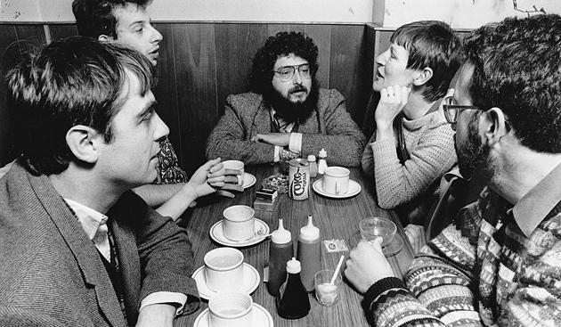 קריסטאָפֿער האָטן (לינקס) און דובֿ־בער קערלער (אין סאַמע מיטן),  אָקספֿאָרד, 1980ער יאָרן
