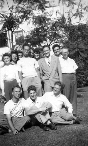 מאַקס ווײַנרײַך מיטן קלאַס אין לאָס־אַנדזשעלעסער אוניווערסיטעט, 1948