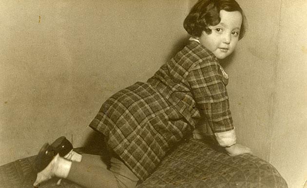 עריקאַ מאיראָוויץ, אַ קינד אין סלאָוואַקיע, בערך 1933